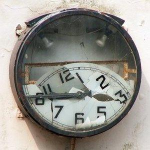 broken-clock-thumb