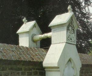 Roermond-grave-small