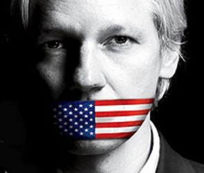 Julian_Assange-USflag-small