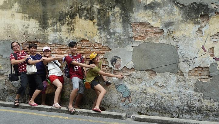 Ernest-Zacharevic12
