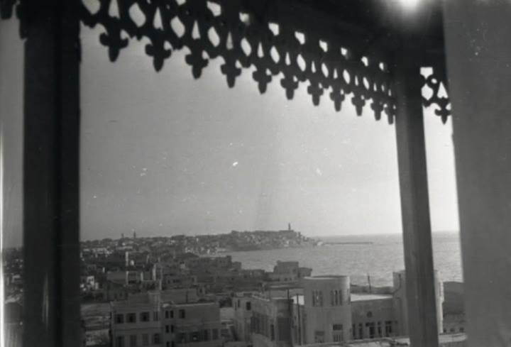 שכונת מנשייה מצולמת מצריח מסגד חסן בק בשנות ה-40.
