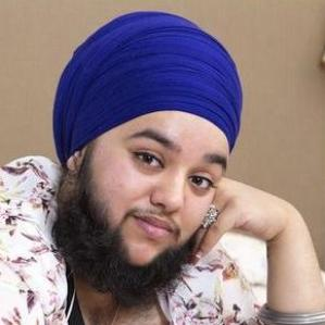 harnaam-kaur-bearded-lady-thumb