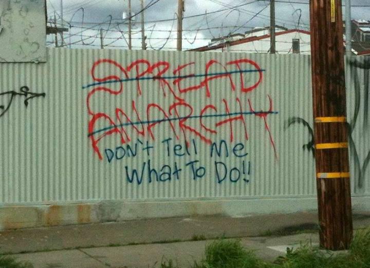 הפיצו את האנרכיה / אל תאמר לי מה לעשות!