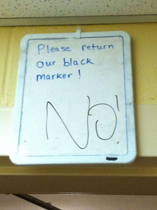 בבקשה השיבו את המרקר השחור שלנו! - לא! (כתוב מרקר שחור)