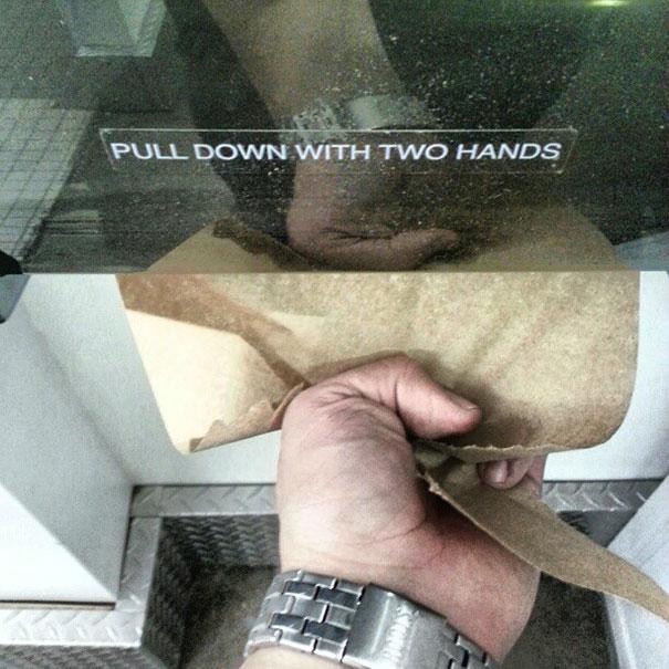 נא למשוך בשתי ידיים