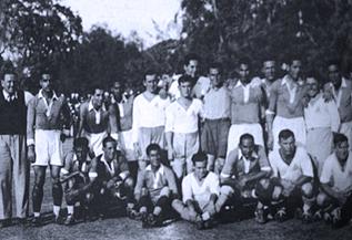 נבחרות ישראל ומצרים בצילום משותף לפני המשחק