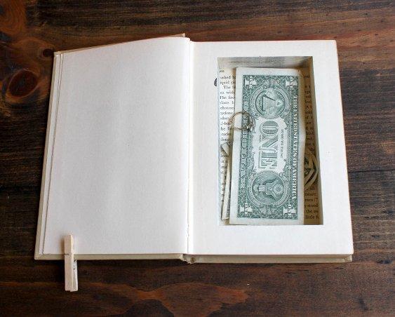 ספר הפך למחבוא לכסף ודברי ערך
