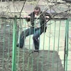 fence-climb-thumb