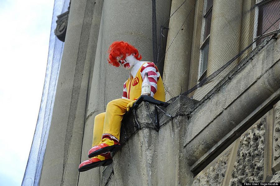 לקפוץ? / אמן הרחוב בנקסי, בריטניה, 2009.