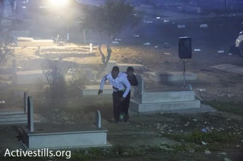 ירי של גז מדמיע במהלך הלווייתו של סמי אל-ג'אער, רהט. צילום: אורן זיו/אקטיבסטילס