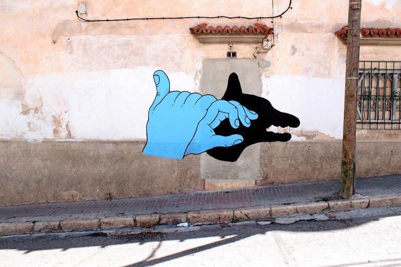 לא ממש שייך, ובכל זאת. ציור קיר של Grip Face בספרד