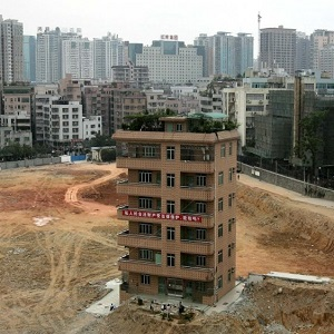 china-nail-house-thumb